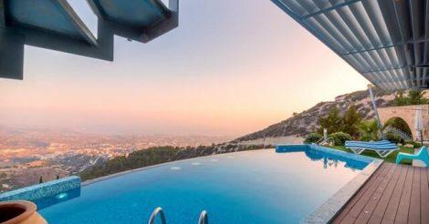 5 Etika yang Perlu Dipahami saat Berenang di Hotel